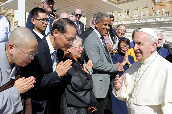 Introducing Tzu Chi to the Pope in Vatican City