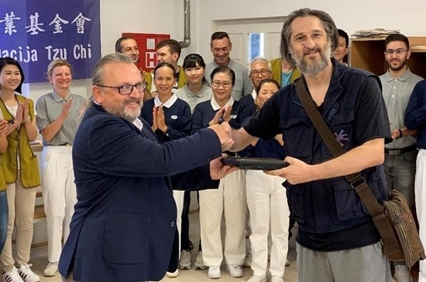Delta Electronics Works with Tzu Chi to Donate Laptops to Refugees in Serbia