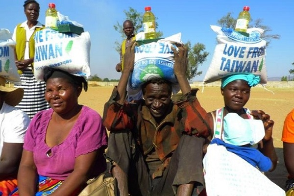 Zimbabwe Volunteers Deliver Aid to the Impoverished in Local Communities