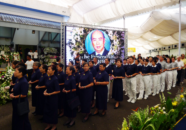 Volunteers Pay Respect to Late Indonesian Industrialist