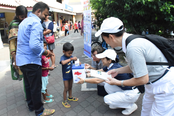 A Tzu Chi Donor Becomes a Street Fundraiser