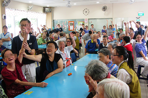 Tzu Chi Youths Bring Festive Cheer to the Elderly