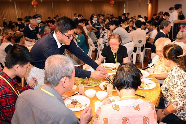 "Fragrance of Love Fills Hearts & Bellies at ""Reunion Dinner"""