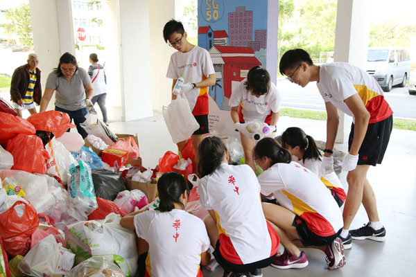 Hwa Chong Institution Students Take Part in Recycling Efforts
