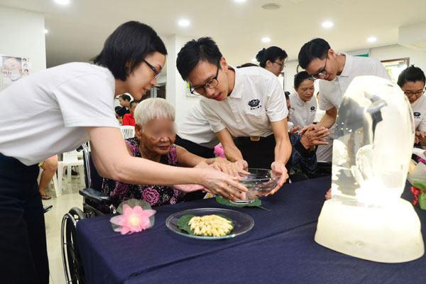 Mini Buddha Bathing Ceremony at Tzu Chi Free Clinic