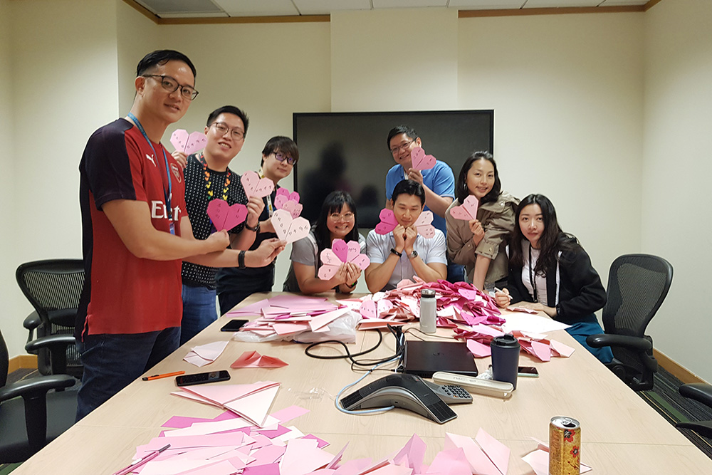 10 Dell Global B.V. employees have folded over 200 origami hearts. (Photo credit to Dell Global B.V.)