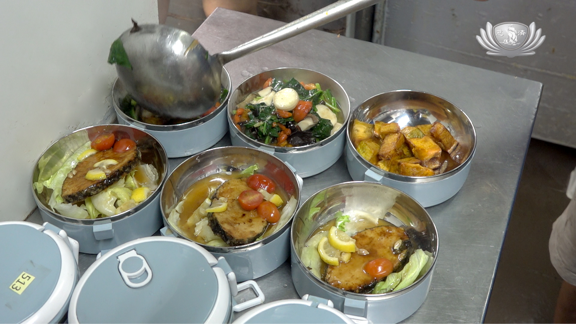 Tzu Chi delivers hearty vegetarian meals to encourage vegetarianism